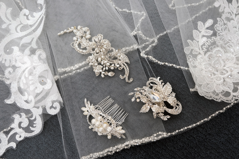 Bridal Veil Clips Detail